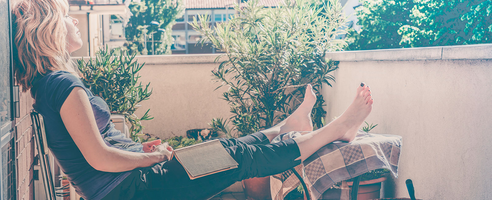 sonne balkon entspannen lesen