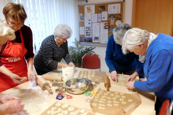 nachbarschaftshilfeverein wgg plätzchen kekse backen weihnachten